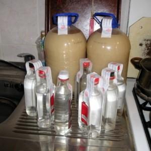 брага для самогона в бутылях и самогон в бутылках