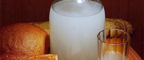 самогон, хлеб,сало и лук