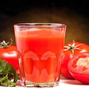сок из томатов и помидоры