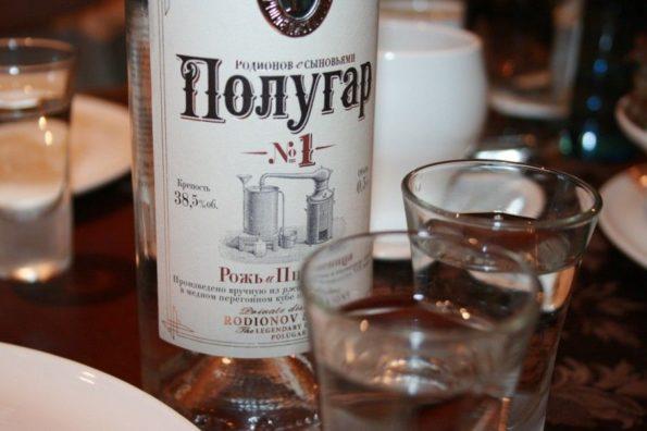 Вино Полугар в бутылке