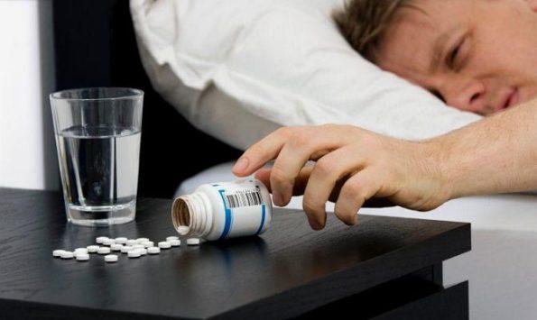 Принимаем аспирин от похмелья
