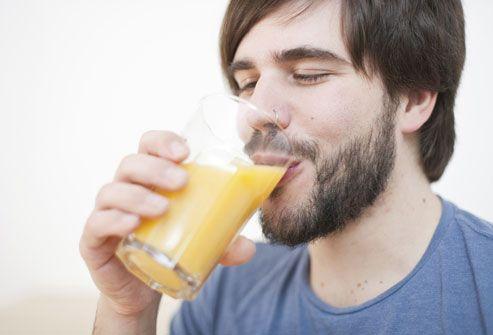 Обильное питье при похмелье