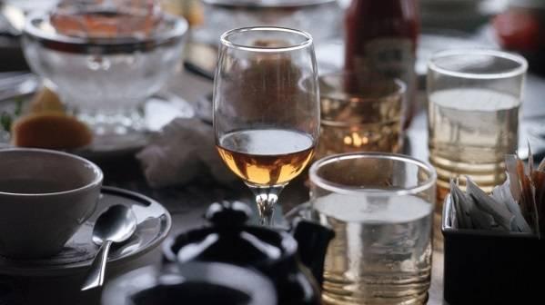 Почему люди употребляют спиртное
