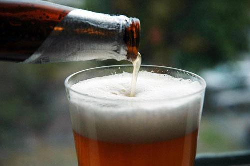 Можно ли кормящей маме пить пиво